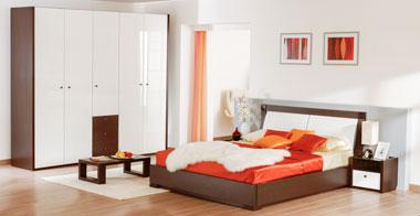 Белый глянцевый шкаф для спальни