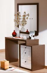 Модный туалетный столик