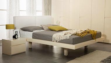 Кровать цвета слоновой кости