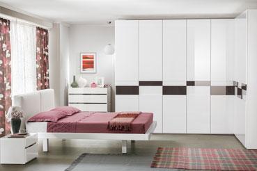 Шкаф с распашными фасадами