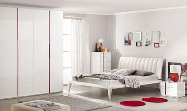 Белый спальный гарнитур в глянце