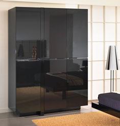 Чёрный глянцевый шкаф