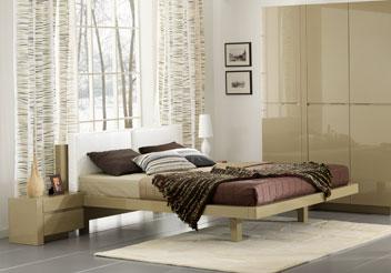 Глянцевая кровать