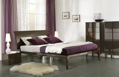 Cовременная глянцевая мебель для спальни