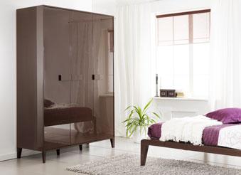 Глянцевый спальный гарнитур
