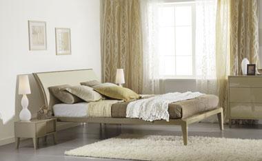 Кровать с декоративным изголовьем
