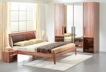 Кровать двуспальная с гнутым изголовьем