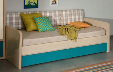 Кровать для молодежной комнаты с выдвижными ящиками.